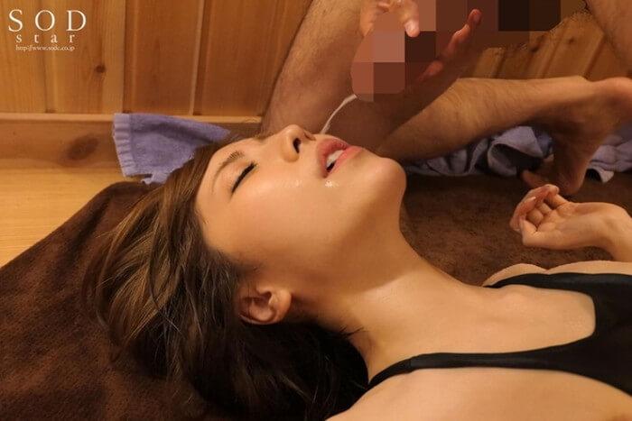 ショートカットでスレンダー細マッチョな七海ティナちゃんにサウナで顔射(AV「汗だく汁だくスポコスSEX」)